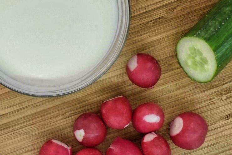 Eine probiotische Rote Beete Kefir Suppe - besonders für Menschen mit Verdauungsproblemen oder nach einer Antibiotikum Behandlung. Zutaten für dieses köstliche Rezept mit Milchkefir - ganz einfach eine leckere Suppe mit Milch Kefir und Rote Beete herstellen - Lecker, gesund und einfach gut.