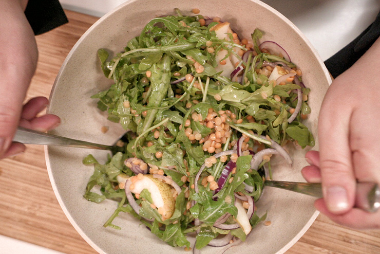Rocket salad with kefir and lentils - a great salad for BBQ - the mix
