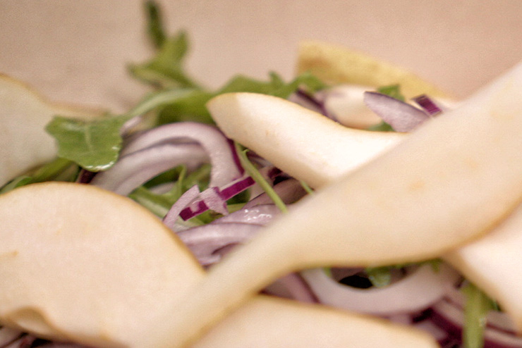 Rocket salad with kefir and lentils - a great salad for BBQ - the pear