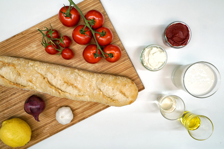 Kefir Tomaten Brotaufstrich - ein selbstgemachter Brotaufstrich mit Kefir und Tomate - die Zutaten