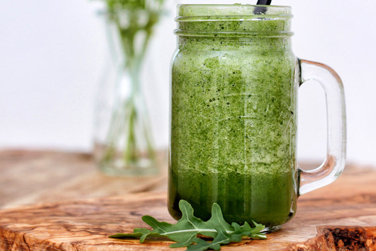 Rocket kombucha smoothie with celery, cucumber and parsley - a garden gnome full of green energy