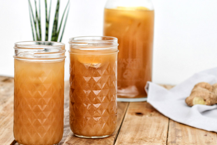 Ginger kombucha drink - Kombucha with ginger and lemon - The spicy friend on ice