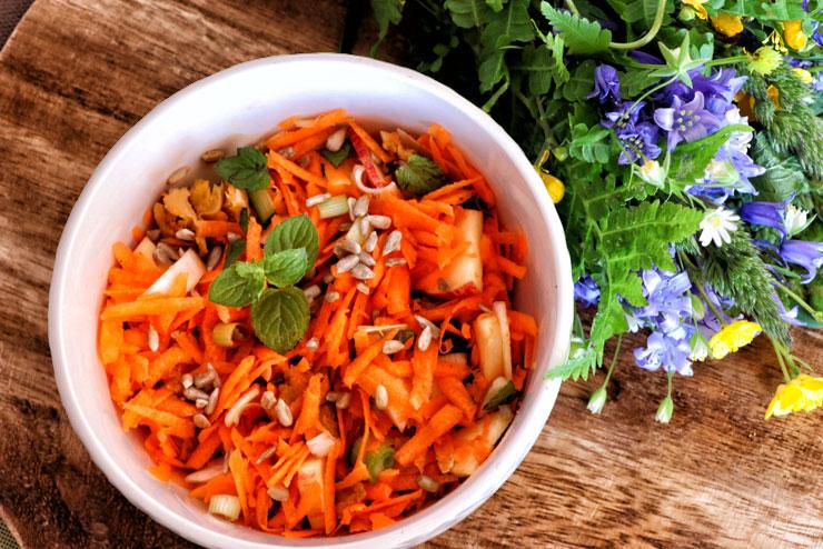 Karottensalat mit selbstgemachtem Kombuchadressing– ein leicht sommerliches Kombucharezept für heiße Tage- Hauptbild