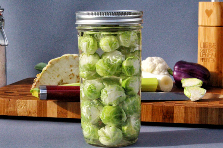 Fermented brussel sprouts – an easy fermentation instruction - fermnetierter Rosenkohl