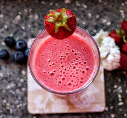 Erdbeer Banane Kefirshake – ein fruchtiger Sommershake - Erbeer Banane Kefir shake