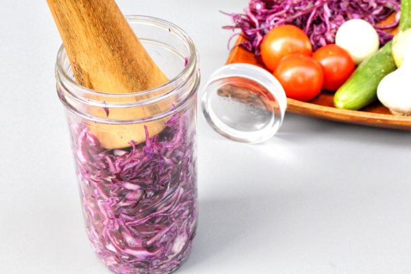 Do you want to make kefir, kimchi and sauerkraut at home oder would you like to ferment vegetable and juices? Here you can buy, order online 3 Original Mason Ball Jars - 700ml